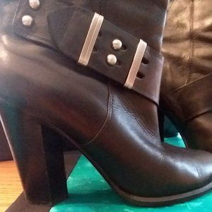Saks Fifth Ave Blk leather boots sz 8.5M in box